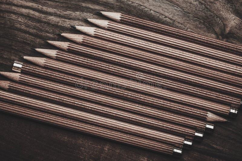 Crayons luxueux de dessin de fusain photos stock