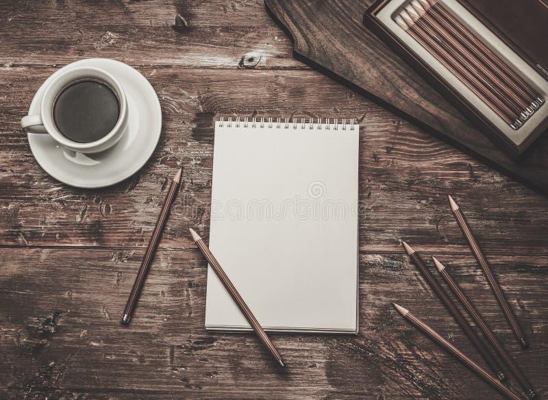 Crayons luxueux de dessin de fusain photos libres de droits