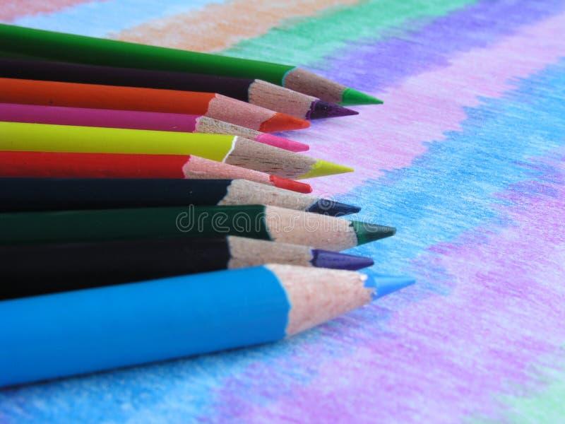 Crayons plus colorés fondamentaux des couleurs IV images libres de droits