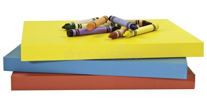 Crayons sur des livres image libre de droits