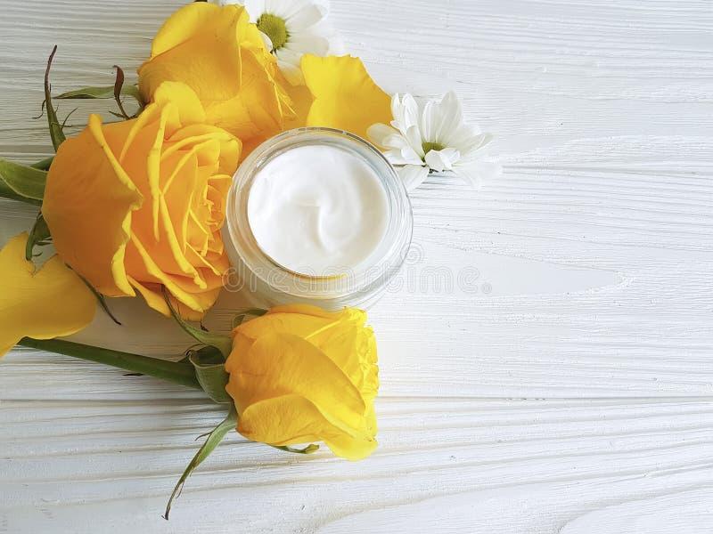 Желтая роза косметика купить каталог эйвон заказ онлайн