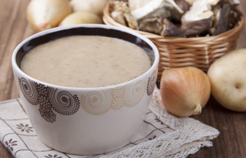 Cream- суп высушенного porcini величает с картошкой и луком стоковая фотография rf