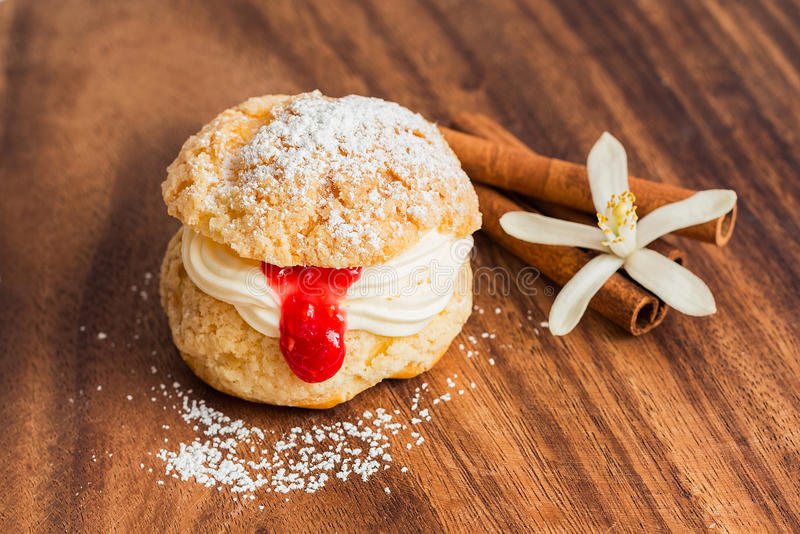 Download Cream Puff Pastry With Crimson Curd Stock Photo - Image: 38794902