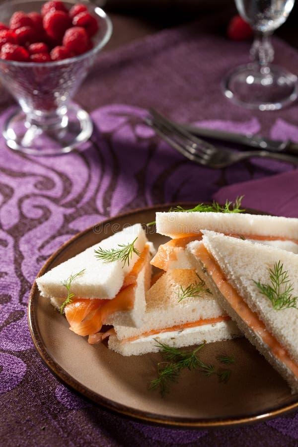 creamcheese σάντουιτς σολομών στοκ εικόνα
