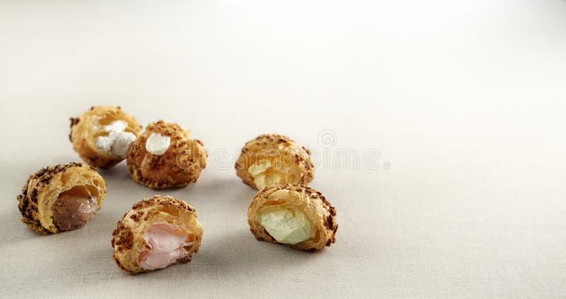 creampuff um tipo do alimento feito da farinha ou da refeição que foram misturadas com o leite ou a água ilustração do vetor