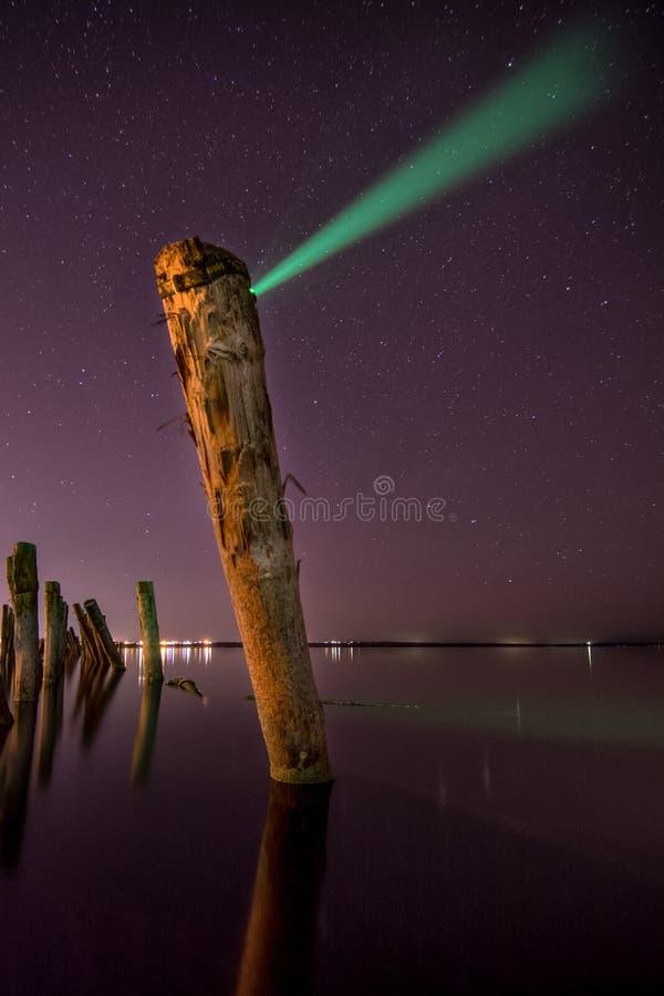 Creando la aurora - polo inusual en el agua en la noche fotografía de archivo libre de regalías
