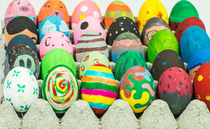 Creare arte sulle uova per Pasqua fotografia stock