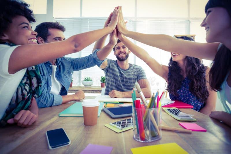Creatief commercieel team die handen samenbrengen stock foto's