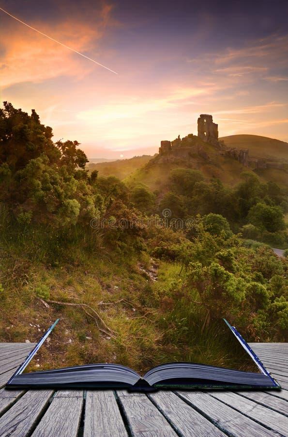 Creatief concept dat kasteel pagina's naar voren komt stock fotografie