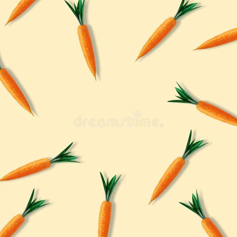 Creatief die Pasen-patroon met wortelen op gele achtergrond wordt gemaakt Minimale Pasen-samenstelling Vlak leg stock illustratie