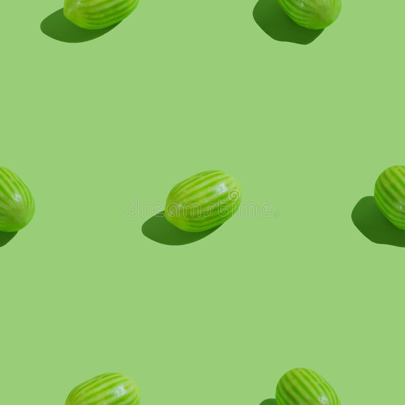 Creatief naadloos patroon met watermeloensuikergoed op groene achtergrond Suikergoed abstracte achtergrond stock illustratie