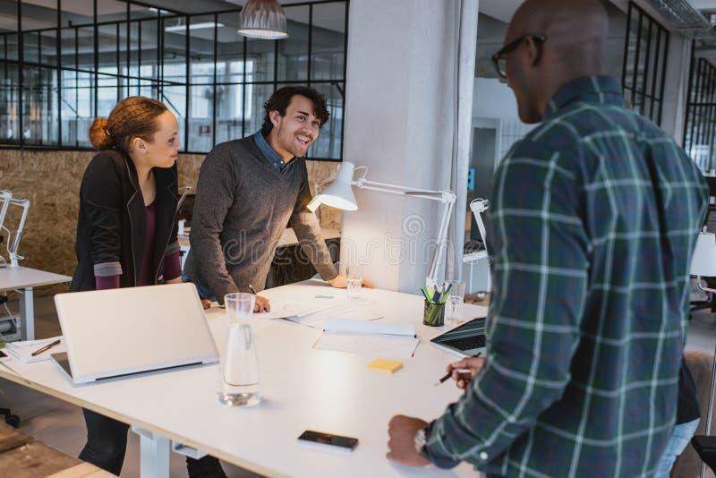 Creatief team op vergadering royalty-vrije stock fotografie