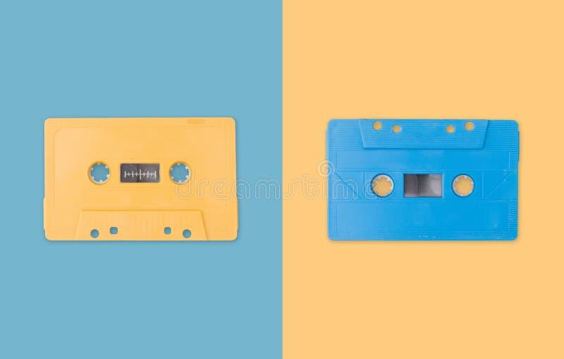Creatieve cassetteband op pastelkleurachtergrond Moderne stijl vlak leg stijl Hoogste mening Creatieve fotografie vector illustratie