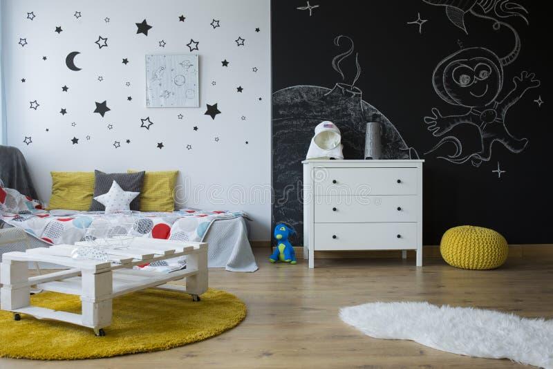 Creatieve kinderen` s ruimte stock afbeelding