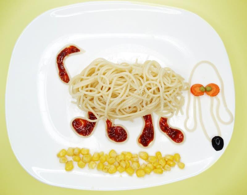 Creatieve plantaardige de hondvorm van het voedseldiner stock afbeeldingen