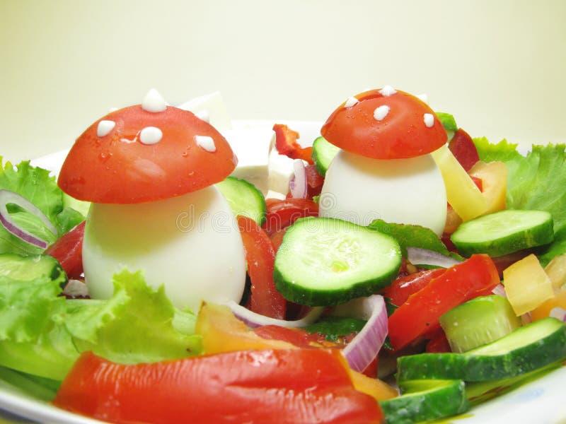 Creatieve plantaardige salade royalty-vrije stock afbeelding