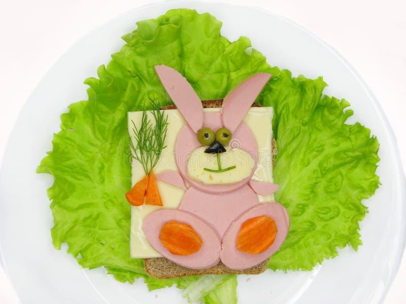 Creatieve plantaardige sandwich met kaas en salame royalty-vrije stock afbeelding