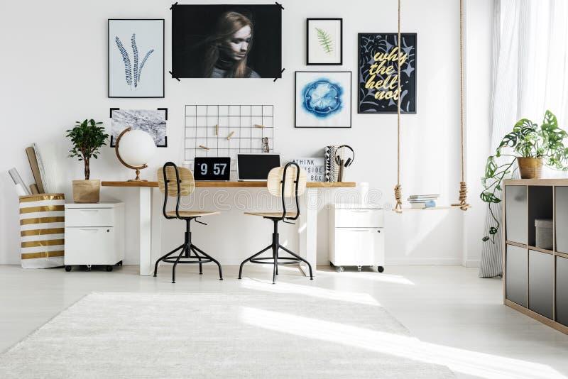 Creatieve ruimte in huis stock afbeelding