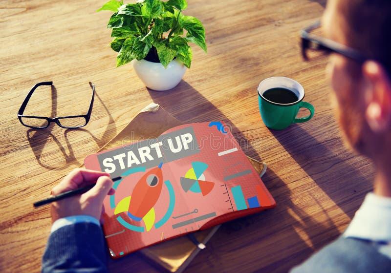 Creatividad de lanzamiento de Vision de la innovación de la estrategia del plan empresarial concentrada imagenes de archivo