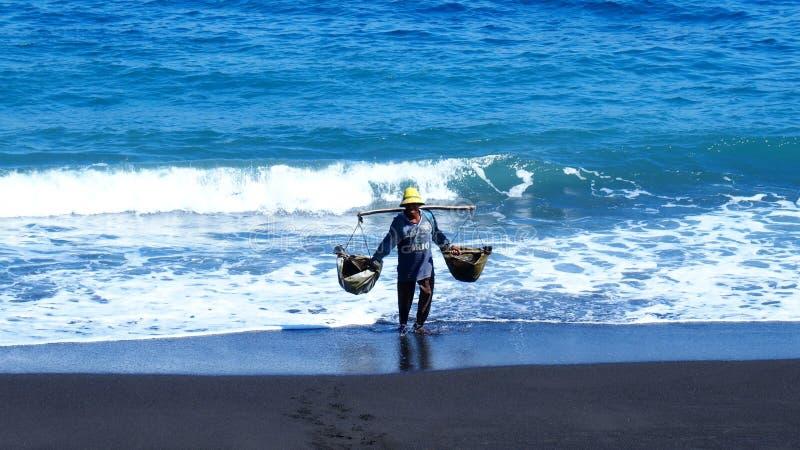 Creatore del sale marino immagine stock