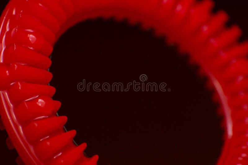 Creatore di bolla rosso del sapone nella macro vista su fondo nero fotografie stock