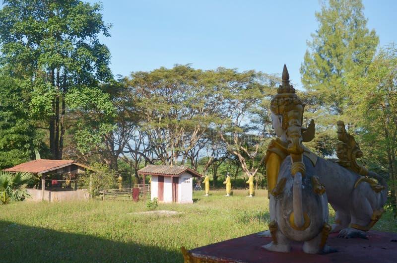 Creature del mito e della leggenda in Tai Ta Ya Monastery immagine stock