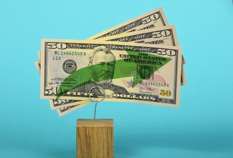 Crecimiento del dólar de EE. UU. ilustrado sobre azul fotografía de archivo