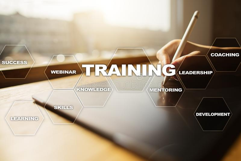 Crecimiento del profesional del entrenamiento y del desarrollo Concepto de Internet y de la educación imagen de archivo libre de regalías