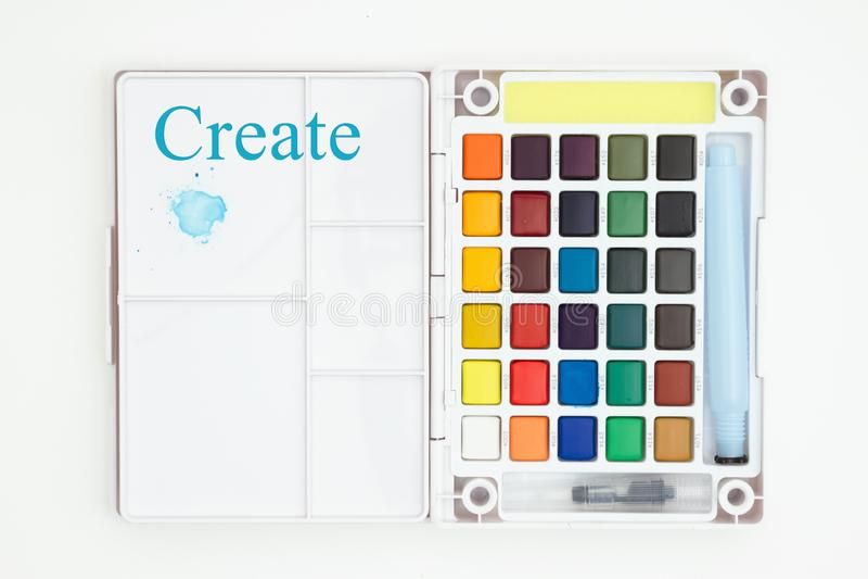 Cree el mensaje con el equipo de la pintura de la acuarela con el cepillo aislado en blanco imagenes de archivo