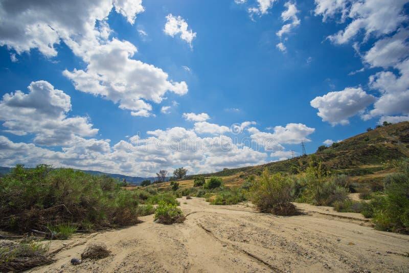 Creekbed sec dans le sud-ouest images libres de droits