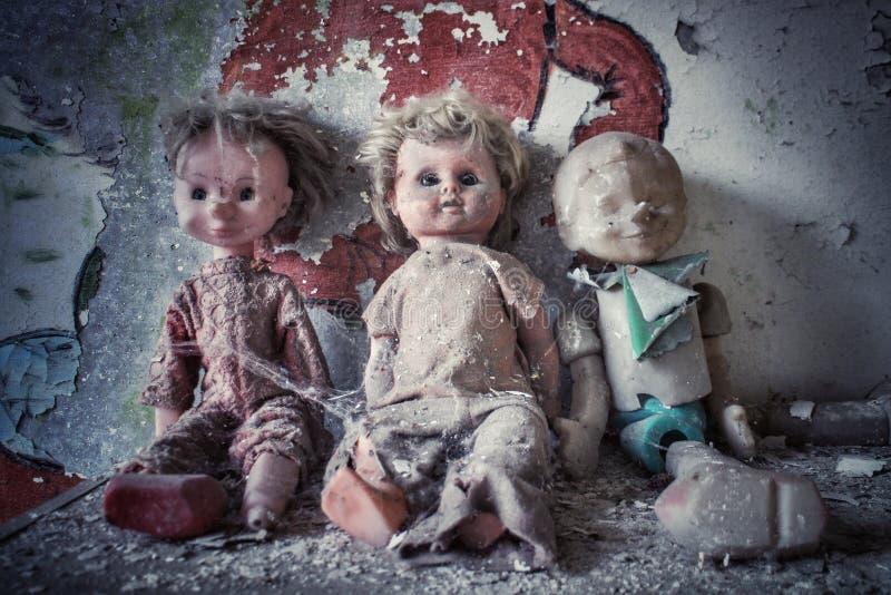 Creepy-Puppen in einem verlassenen Gebäude in Pripyat, Ukraine, wo sich 1986 die nukleare Desaster von Tschernobyl befand lizenzfreie stockfotografie