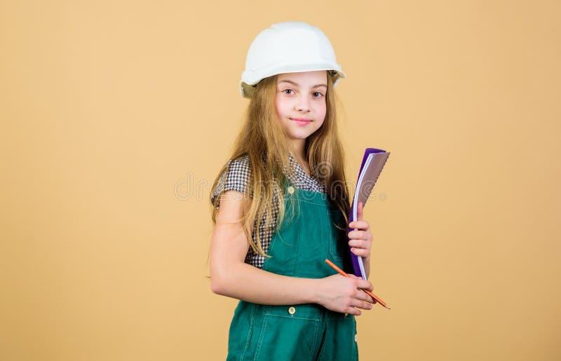 Crei la stanza che avete sognato sempre Processo di rinnovamento di controllo Casa di rinnovamento felice del bambino Attività di immagini stock