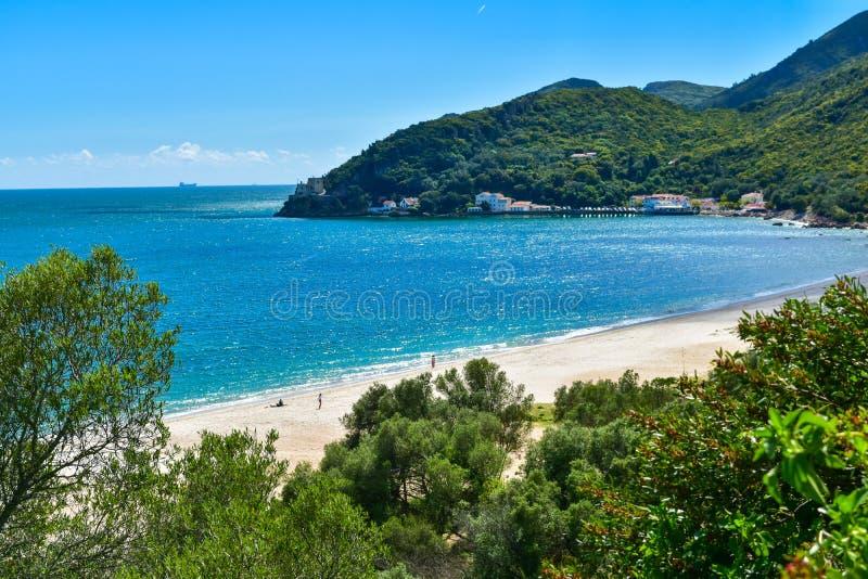 Creiro strand och Portinho da Arrabida i Setubal, Portugal royaltyfri foto