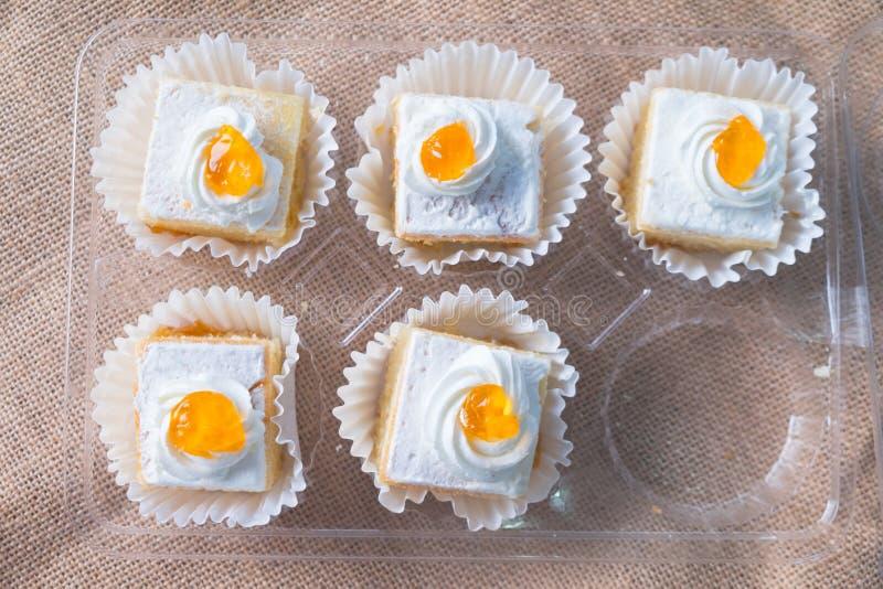 Crema del desmoche de la torta de la mantequilla de la vainilla foto de archivo libre de regalías