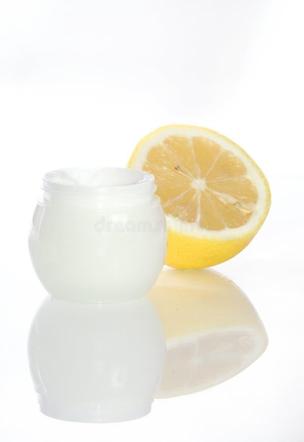Crema del limón de los cosméticos imagen de archivo libre de regalías