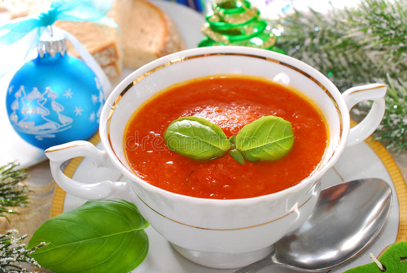 Crema della minestra del pomodoro e del peperone per natale fotografia stock