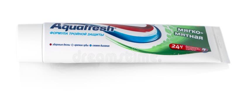 Crema dental de Aquafresh con la protección del ácido de la menta fotografía de archivo