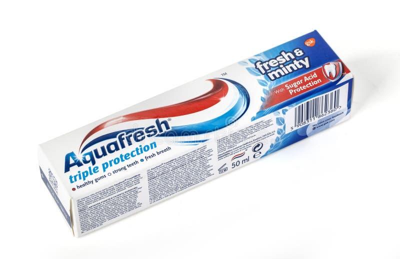 Crema dental de Aquafresh con Suga foto de archivo
