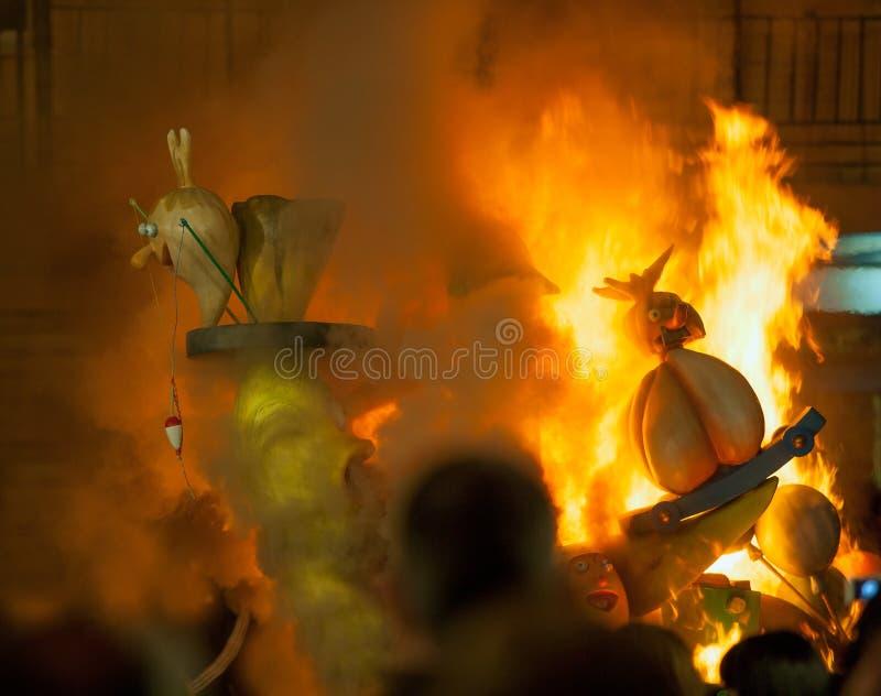 Crema en la noche de Fallas Valencia March 19 todas las figuras es quemadura imágenes de archivo libres de regalías