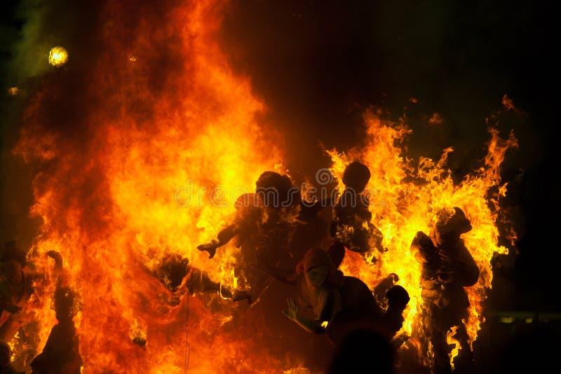 Crema en la noche de Fallas Valencia March 19 todas las figuras es quemadura fotos de archivo