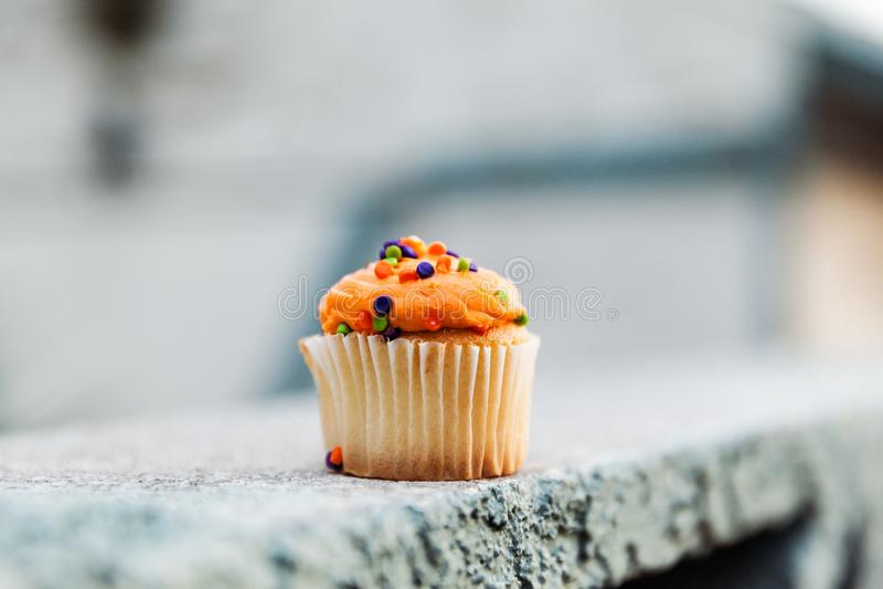 Crema festiva de MIni Cupcake With Orange Vanilla imagen de archivo