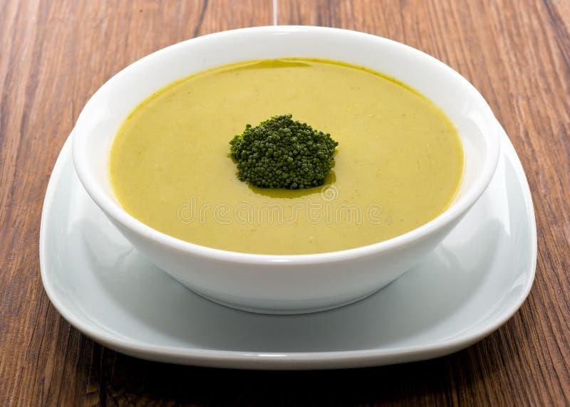 Crema fresca de la sopa del bróculi imagen de archivo