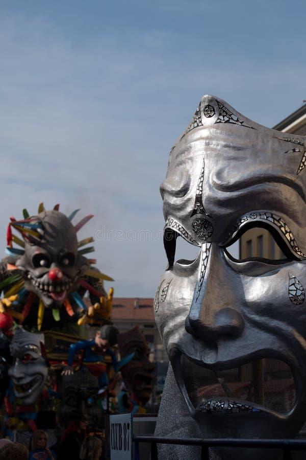 Crema, Italia - Marzo de 2019: Carnaval flotando, estatua gigante de papel fotos de archivo libres de regalías