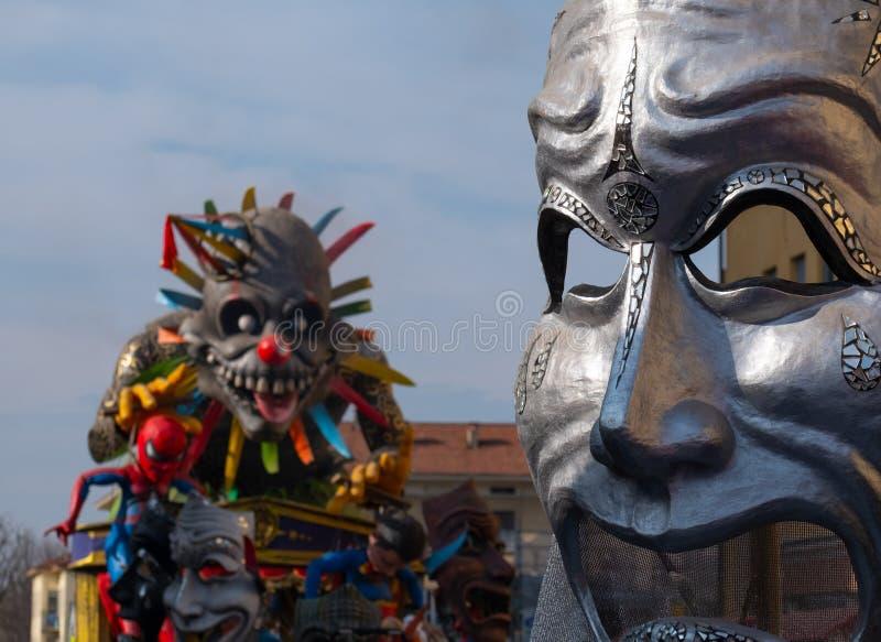 Crema, Italie - mars 2019 : Chars de carnaval, statue de papier géante image stock