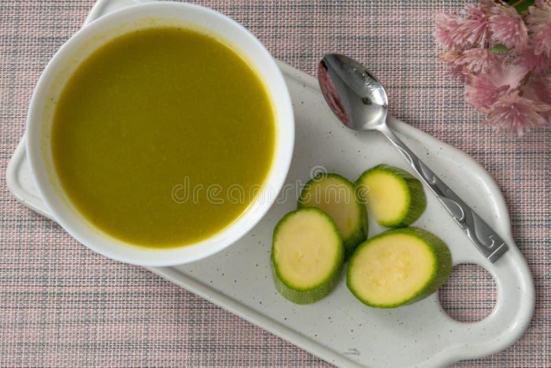 Crema placcata dello zucchini fotografia stock
