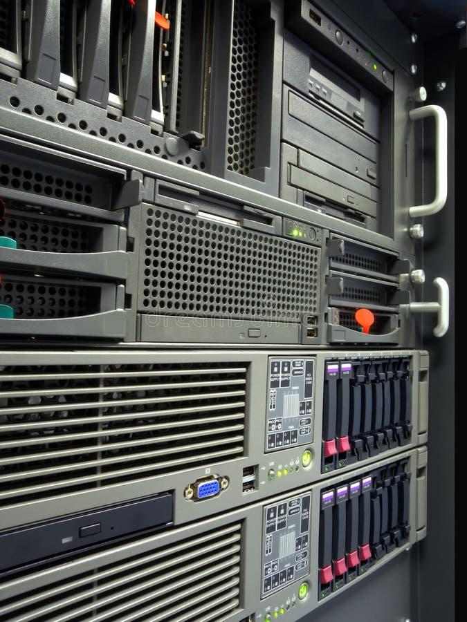 Cremagliera dei server del calcolatore del centro dati immagini stock libere da diritti