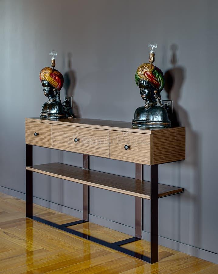 Cremalheira com lâmpada-esculturas fotos de stock royalty free