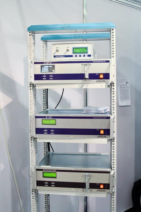 Cremalheira de Optec com dispositivos do analisador de gás fotografia de stock royalty free