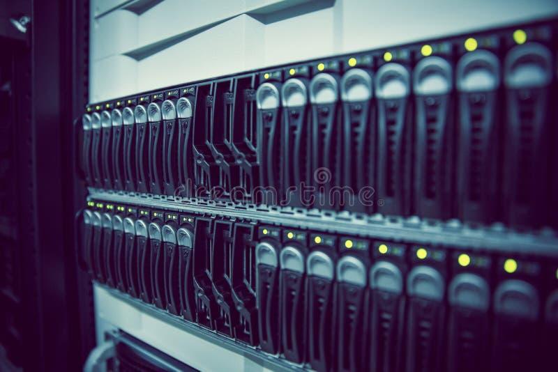 Cremalheira preta torre montada do servidor fotografia de stock royalty free