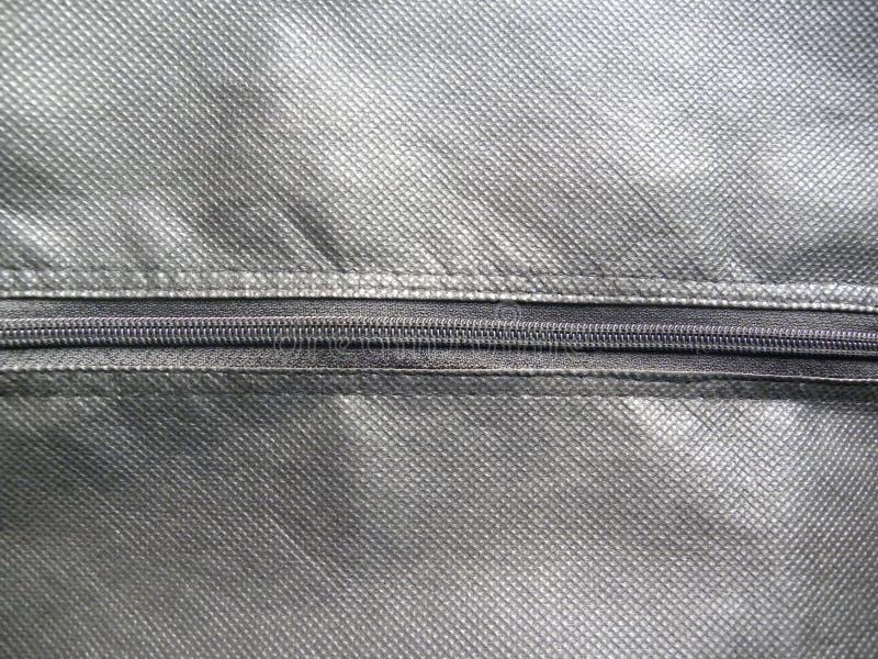 Cremallera cerrada en bolso de cuero gris del color imágenes de archivo libres de regalías